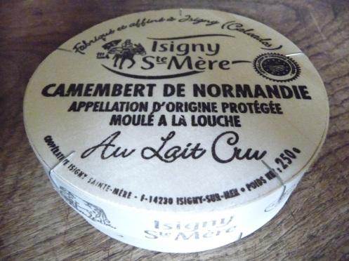 Emballage_camembert_de_Normandie_AOP_Isigny_Sainte-Mère.JPG